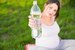 Почему беременной хочется пить воду постоянно