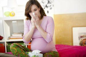 Почему больно чихать при беременности