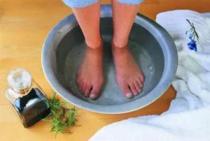 Можно ли кормящей маме парить ноги в горячей воде
