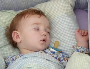 Почему ребенок во сне трясется