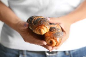 Можно ли есть булочки с маком при грудном вскармливании