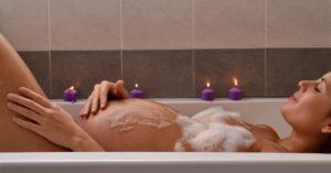 Можно ли купаться беременным в горячей ванне