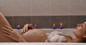 Можно ли мыться в ванной при беременности