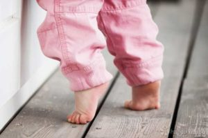 В 9 Месяцев Ребенок Ходит На Цыпочках