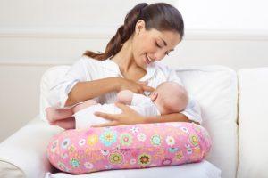 Можно ли спать на животе кормящей маме