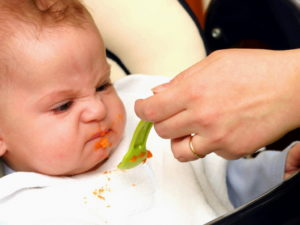 Что делать если ребенок в 6 месяцев не ест прикорм