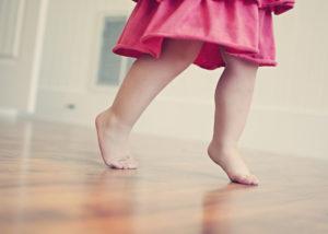 6 Лет Ребенок Ходит На Носочках В