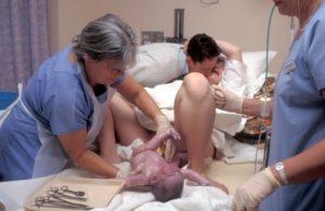 Роды после снятия швов с шейки матки когда наступают роды
