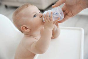 Можно ли допаивать новорожденного водой