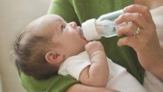 Как правильно поить новорожденного водой